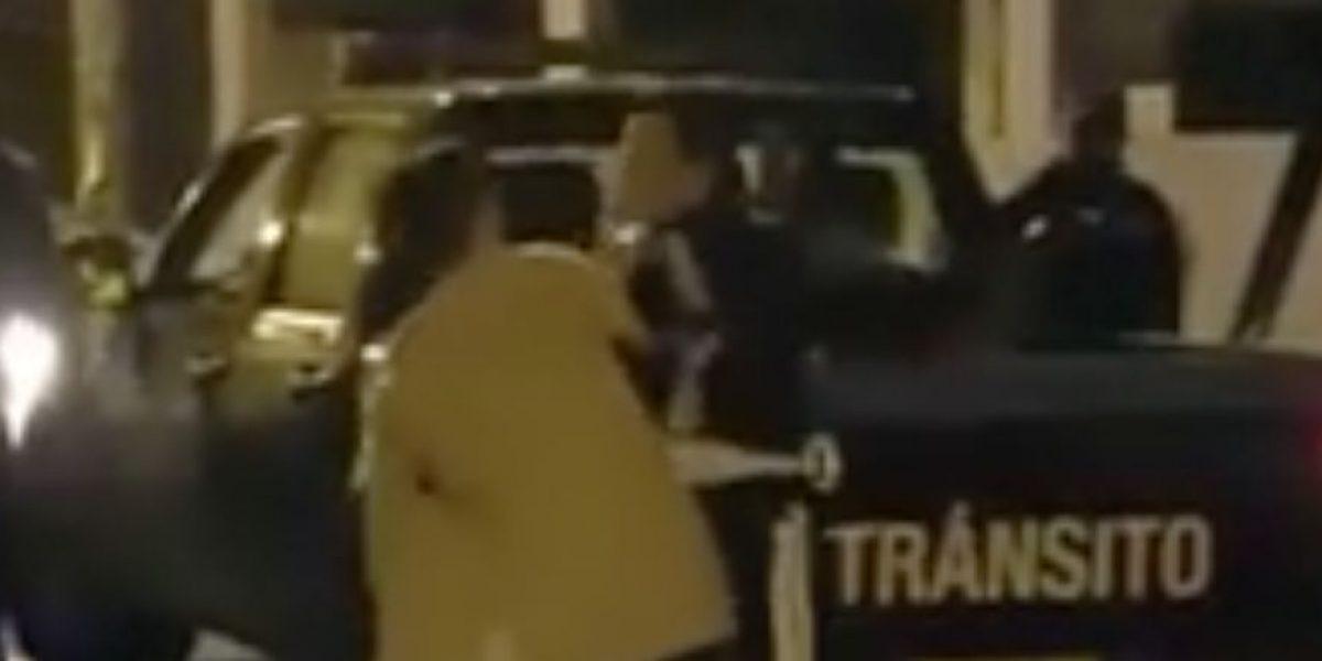 Video de jóvenes agrediendo a agentes de tránsito se vuelve viral