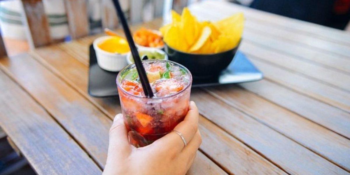 ¿Beber alcohol engorda?