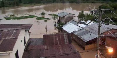 Inundaciones afectan aproximadamente a 1.000 familias en Manabí
