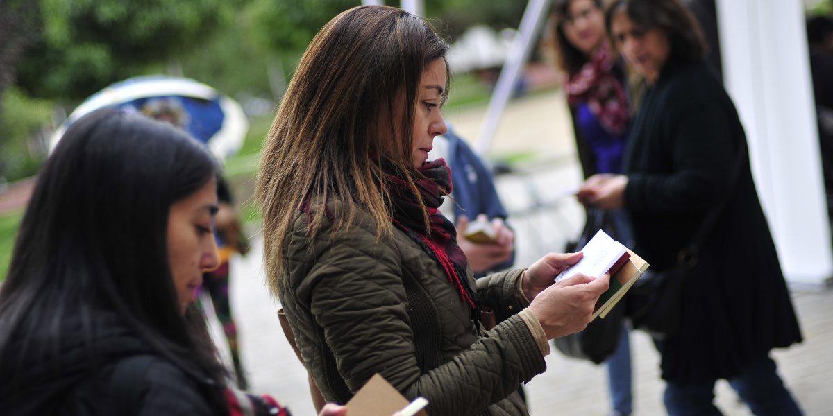 Mujeres leen más que los hombres en el mundo
