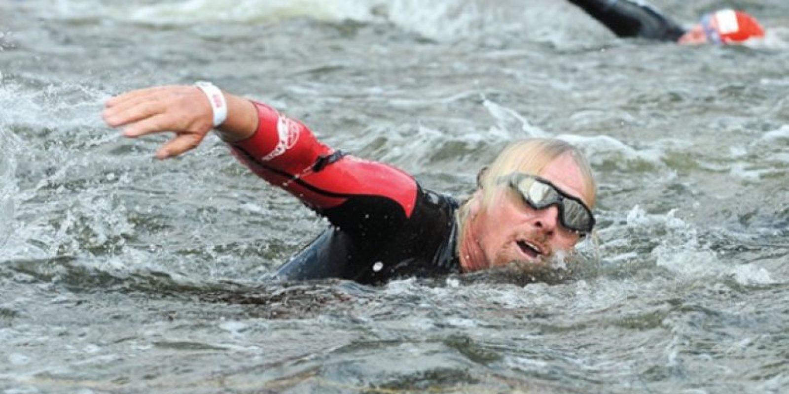 Nado. Triatlón. Sir Richard compitió en el triatlón Virgin Active London 2011 en Londres. Ben Pruchnie /Getty Images