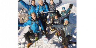 Alpinismo. Ascenso francés Tomó como pretexto el lanzamiento de su obra de caridad para escalar el pico de Mont Blanc. Publinews