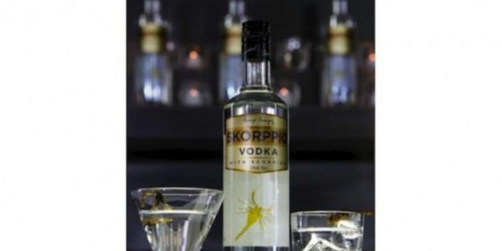 Vodka de Escorpión. Las toxinas del insecto son neutralizadas antes de incluirlo en la bebida