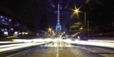 """3. Mi noche: """"La Torre del Reformador"""". Juan Carlos Álvarez dio al mundo una muestra de la técnica de larga exposición con la emblemática estructura de hierro importada desde Estados Unidos en la década de los treinta. Sin duda, una postal única de la ciudad."""