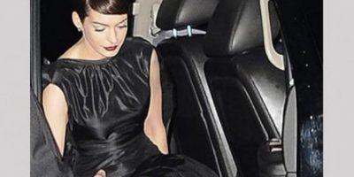 FOTOS. Hathaway habla sobre incidente de su ropa interior