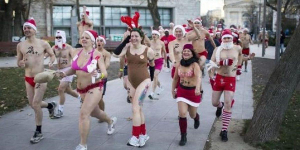 FOTOS: Budapest celebra la Navidad corriendo y en traje de baño