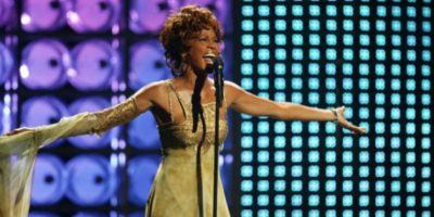 """Whitney Houston Siempre excesiva, la intérprete de """"I will always love you"""" falleció a los 48 años drogada y ahogada en la bañera de su habitación del hotel Beverly Hills, el 11 de febrero. Foto Getty Images."""