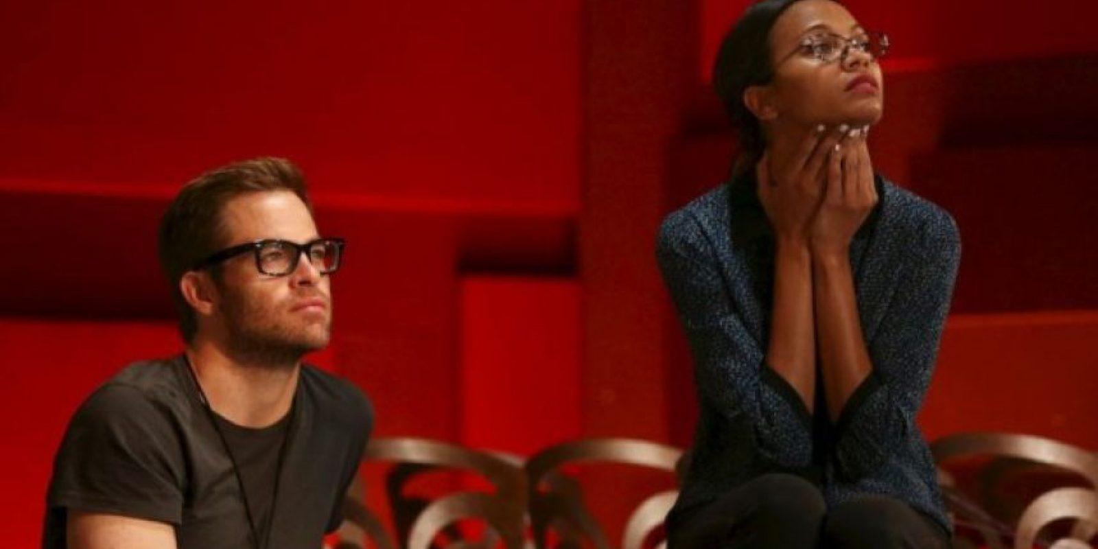 Los actores Chris Pine (izquierda) y Zoe Saldaña (derecha) observan el ensayo de la 85 entrega de los Premios de la Academia