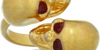 "AILA Minibolso amarillo-neón ""Spike Me"" con clavos de plata. US$396 www.my-wardrobe.com"