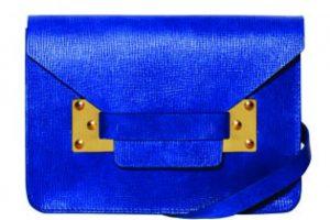 Sophie Hulme Cartera azul con textura US$405 www.sophiehulme.com