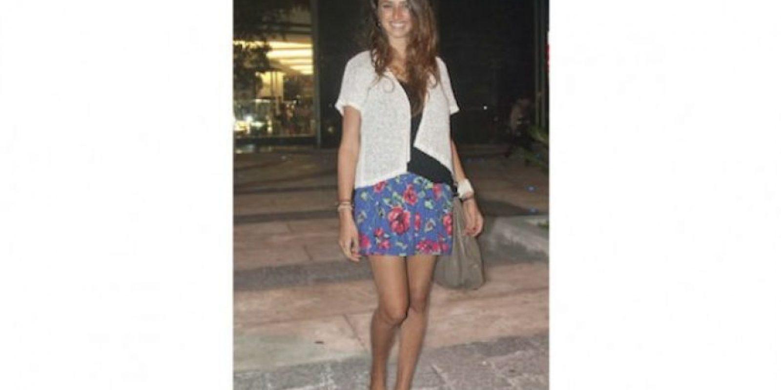 """""""Me gusta utilizar ropa con estampados y combinar varias prendas. Tengo un look casual. Amo los vestidos y estos zapatos que compré en Antigua Guatemala, son supercómodos"""". Hadas Avital, 23 años OCUPACIÓN: INGENIERA INDUSTRIAL"""
