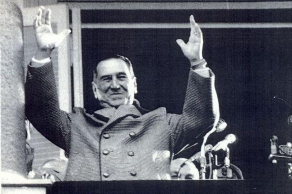 Juan Domingo Perón, presidente de Argentina en tres diferentes periodos (1946–1952, 1952–1955, 1973-1977) murió el 1 de julio de 1974, su cuerpo fue embalsamado y colocado en una bóveda en el cementerio de la Chacarita. Foto:Publimetro México
