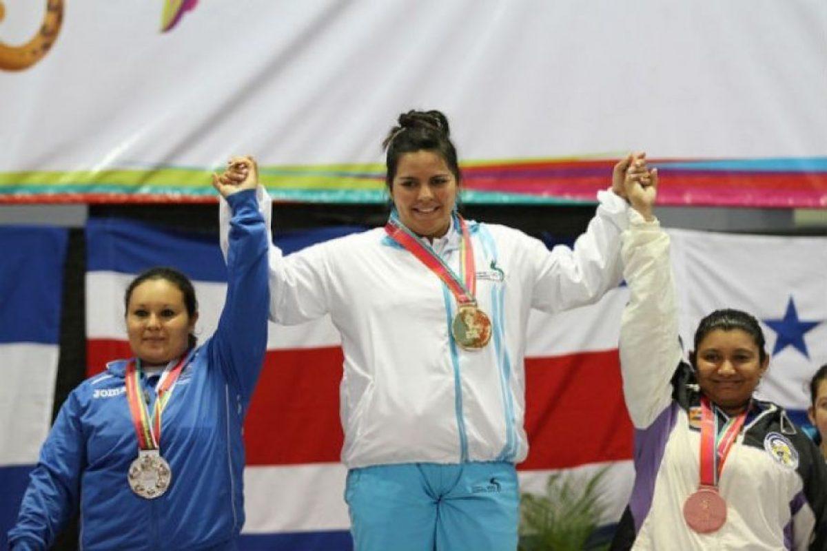 La quetzalteca obtuvo el primer lugar en arranque y envión. Foto:Comité Olímpico.