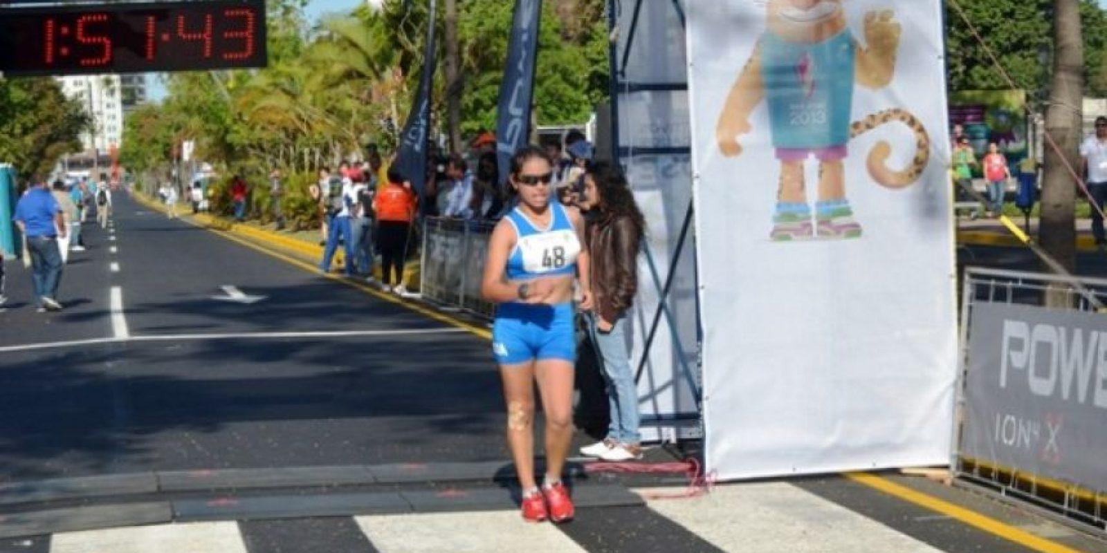 Irene Barrondo ingresa a la meta, luego de los 20 kilómetros marcha / Foto:Mynor Arita, enviado especial a San José 2013