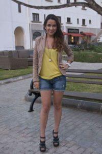 """Alejandra González Somoza, 21 años. OCUPACIÓN: ESTUDIANTE """"Busco siempre las tendencias. Trato de vestirme con lo que está de moda e innovar mi estilo""""."""