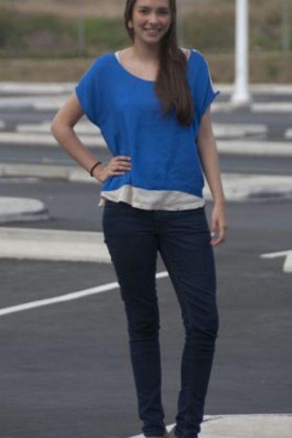 """Alicia Herrarte, 17 años. Ocupación: estudiante """"Mi estilo es súper relajado, trato de vestir siempre casual; sin embargo, todo depende de la ocasión"""".Visita http://goo.gl/9yPnd y encuentra más información interesante"""