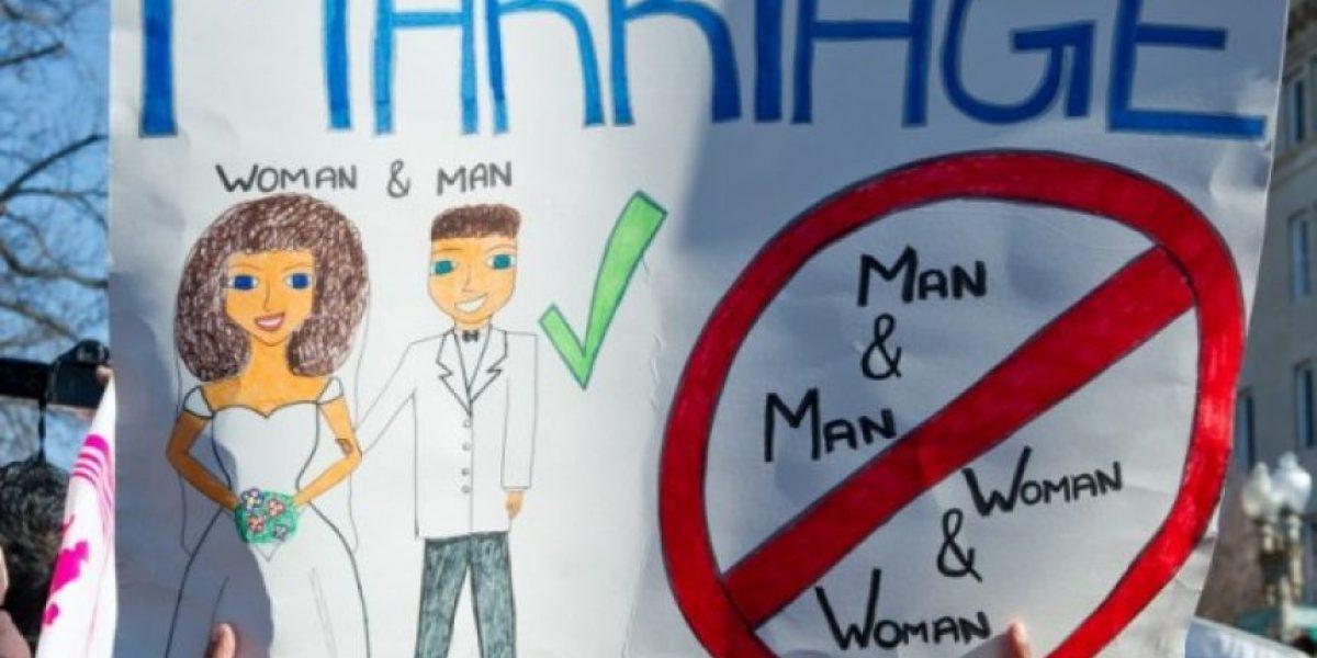 Centenares se manifiestan sobre matrimonio gay