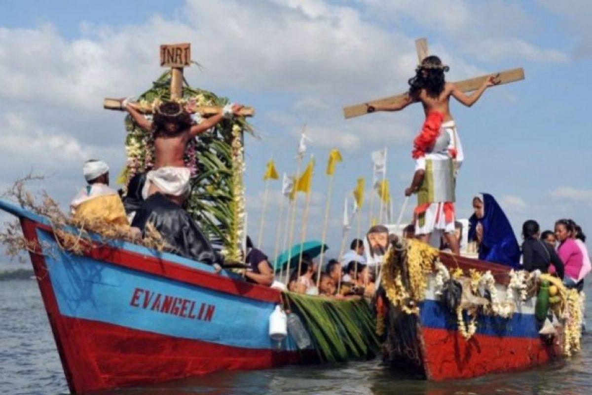 Nicaragua. Miles de devotos reactúan la crucifixión en una Vía Crucis acuático. ( Foto:AFP)