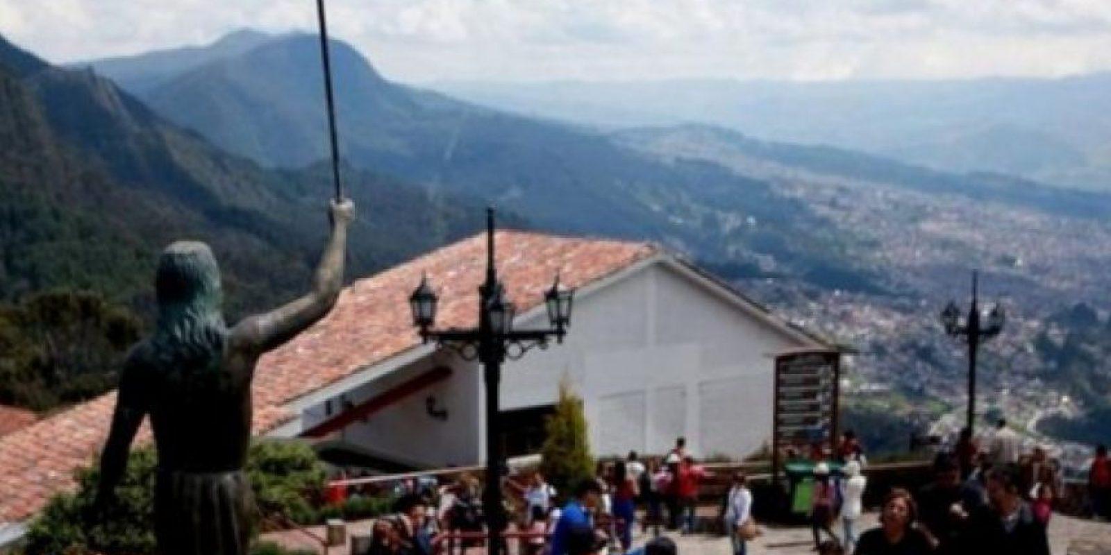 Colombia. Un Vía Crucis por un angosto camino hasta llegar a los 3.151 metros sobre los que se erige el cerro vigía de la capital colombiana.