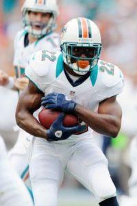 Reggie Bush, corredor de los Delfines de Miami, es uno de los mejores cuerpos de la NFL