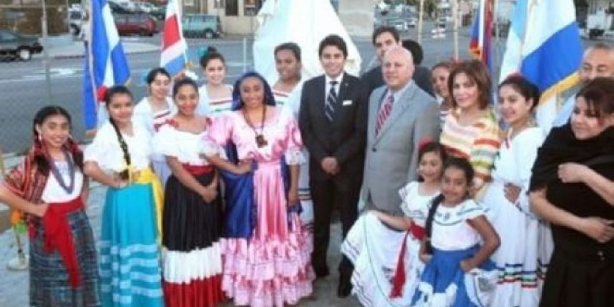 Inauguran primera plaza Centroamericana en LA
