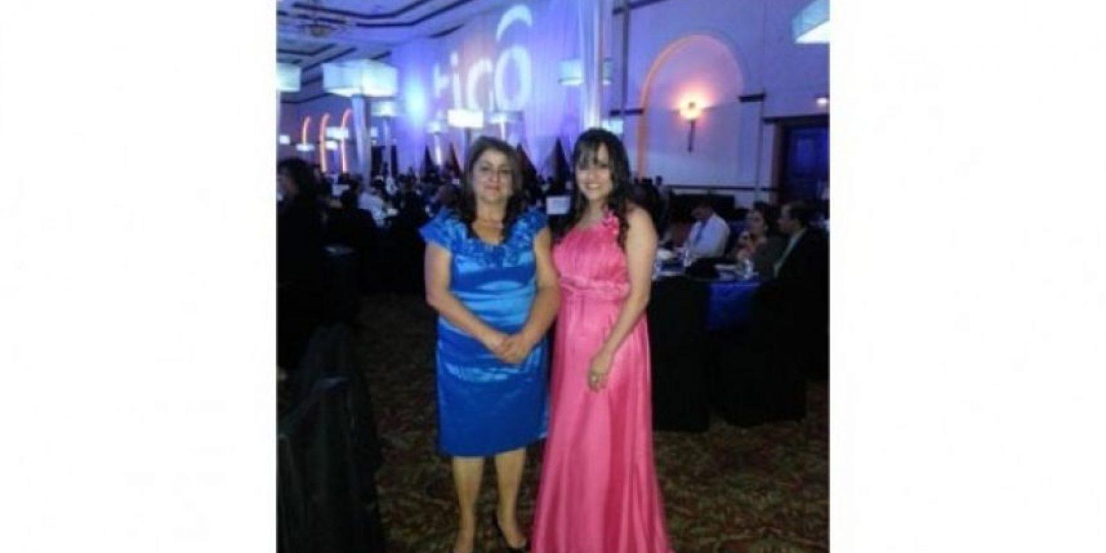 Hola, les mando la foto con mi mami ya que mañana es su cumple y ps el día de la madre. Ella se llama Dalila Salguero y yo soy Rocio Hernández Salguero