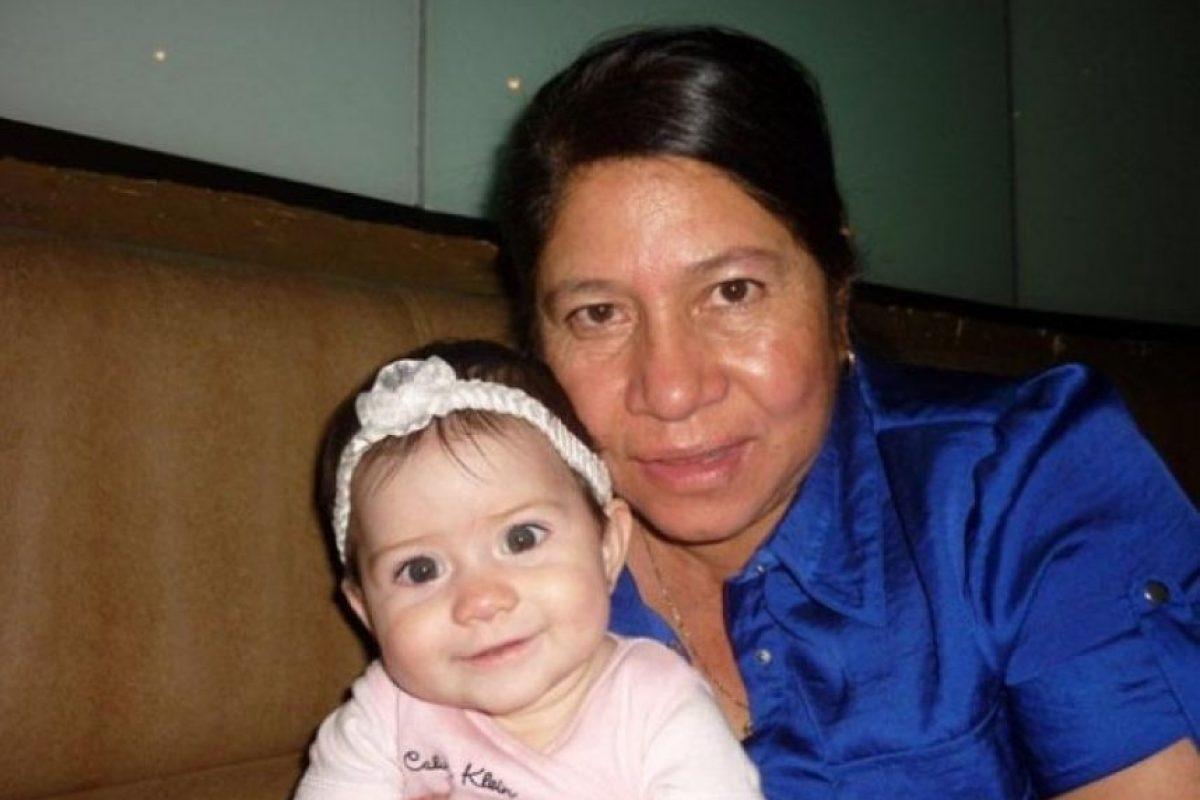 Mi nombre es Wendy Véliz de Robles y quiero saludar a mi mamá Leonor Mazariegos de Véliz este 10 de mayo.