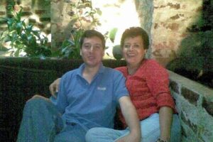 Mi madre es una persona que entrega todo por los demás, sin esperar nada a cambio. Es su bondad, amor y dedicación hacia los demás que la hacen ser una mujer y madre digna de gran admiración y respeto. Todos los días son para mi familia el día de las madres, es una mujer espectacular, muchas Bendiciones para ella y para todas las madres del mundo =)
