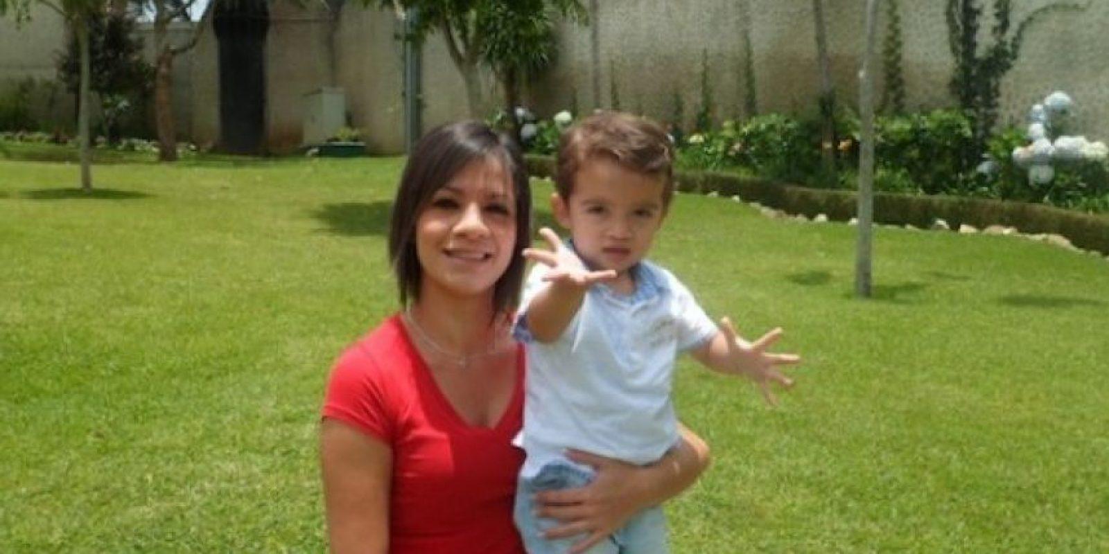 Nombre: Marco Emiliano Cacao López (2 añitos) mama: Carmen Gabriella Lopez Rojas mensaje: Feliz día de la madre mamita, porque como tú no hay ninguna en este mundo, porque tu amor siempre será más grande que cualquier otra cosa, te amo!!!