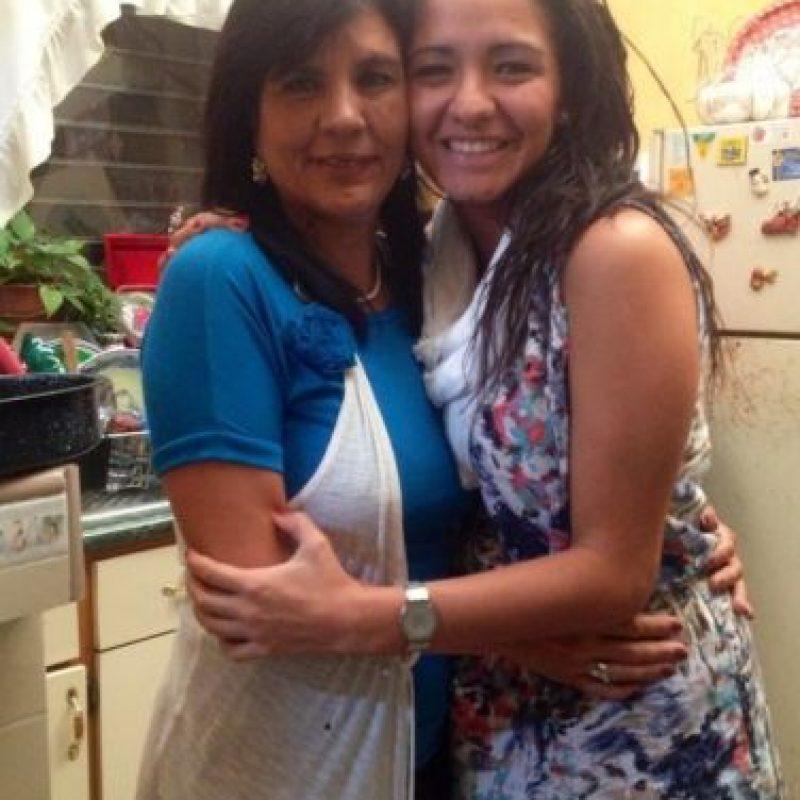 Simplemente la mejor :) mil y una razon para quererte cada dia mas!!! Feliz dia mami..