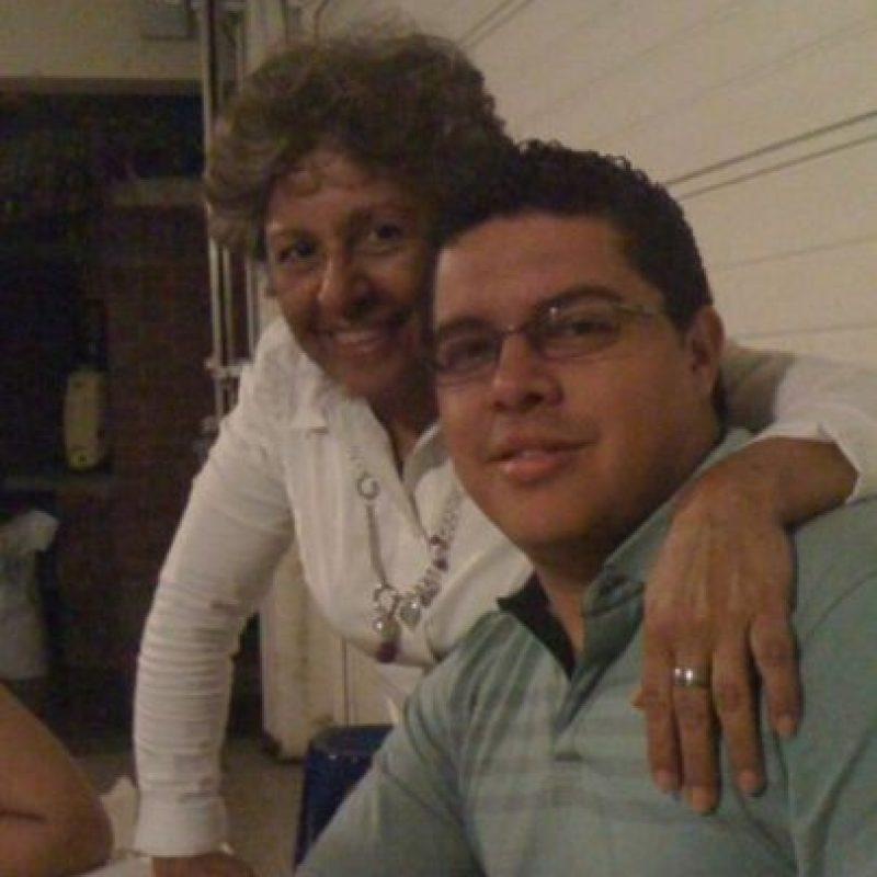buenos días, mi nombre es Pablo Ávila y mi madre se llama Thelma de Avila Agradezco a mi madre que nunca me ha faltado en nada, Te Amo Madre!