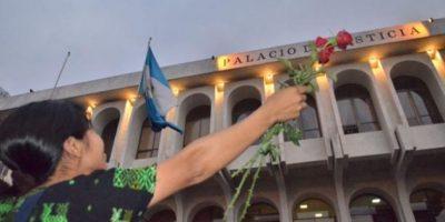 Una indígena celebra la condena contra Ríos Montt. Foto:Juan José López Torres