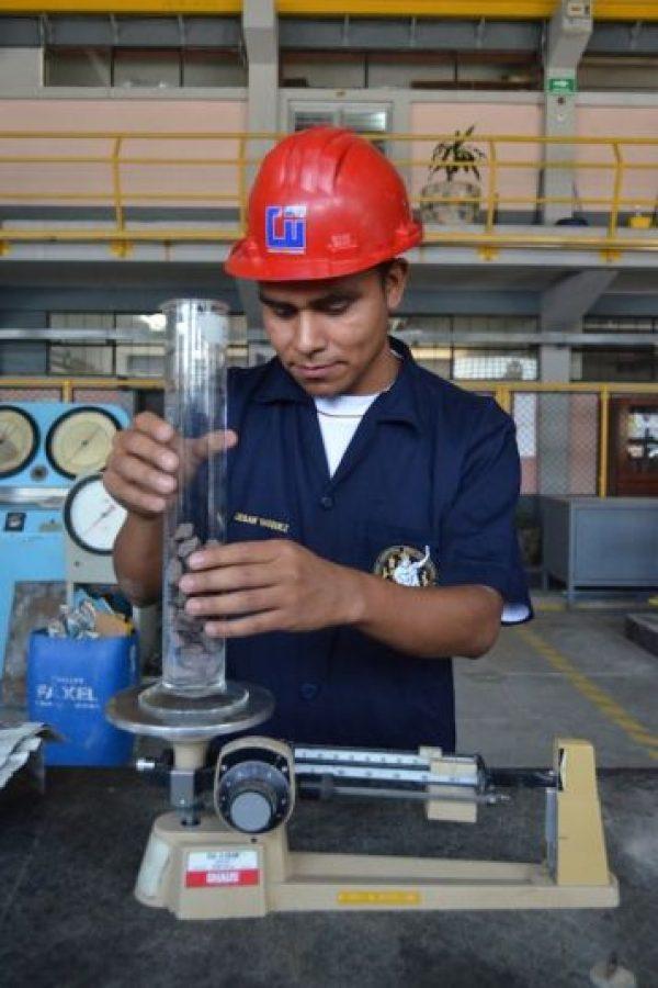 Los estudiantes de ingeniería aprenden con precisión. Foto:Juan José López Torres