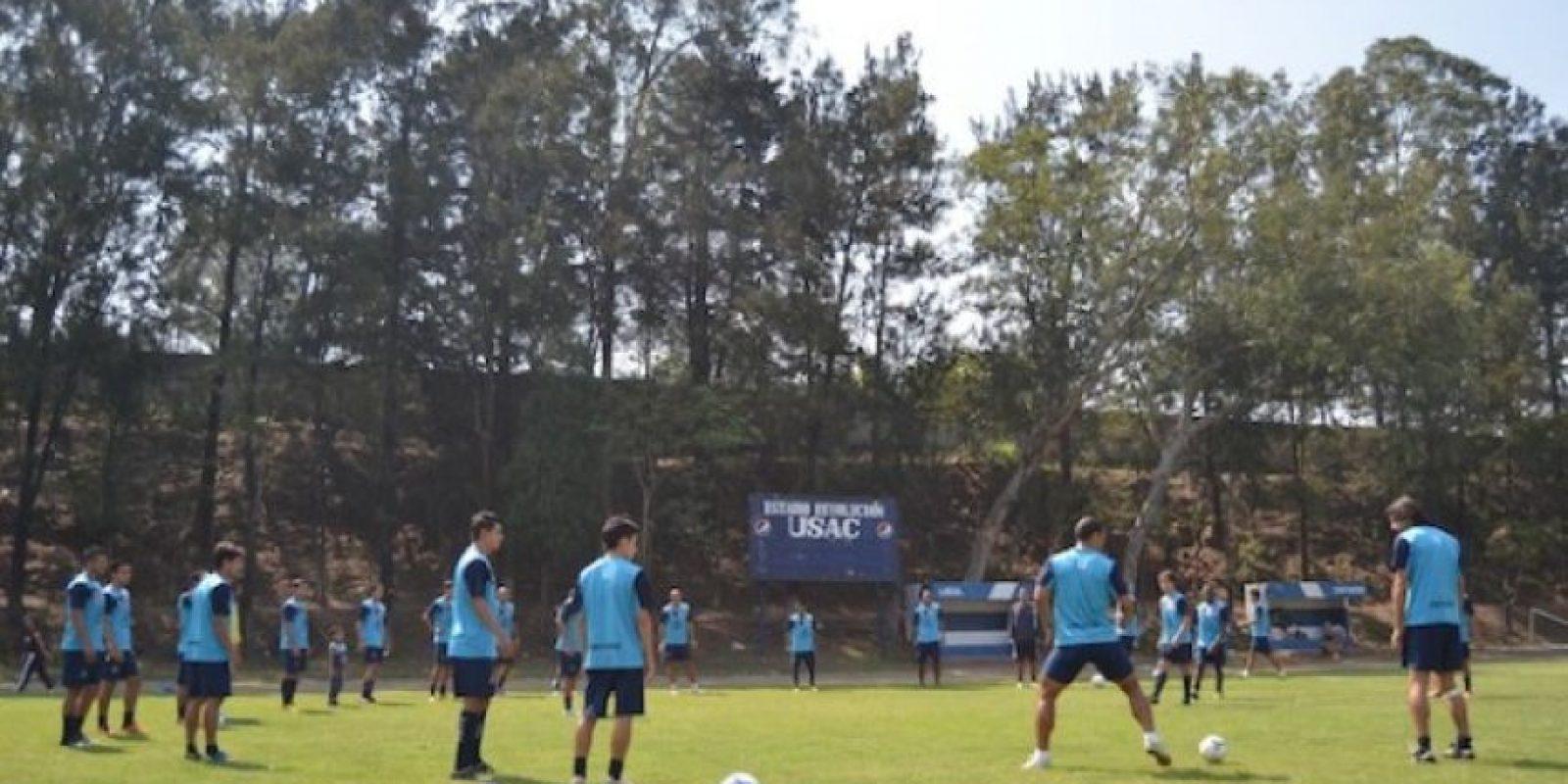 El equipo de futbol, que lleva el mismo nombre, durante un entrenamiento. Foto:Juan José López Torres