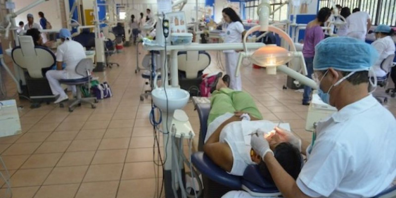 Brinda asistencia odontológica a bajo costo. Foto:Juan José López Torres