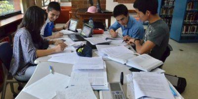 La biblioteca ofrece amplios espacios para las tareas. Foto:Juan José López Torres