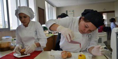 Alumnos de la carrera de Administración de Instituciones Hoteleras. Foto:Juan José López Torres