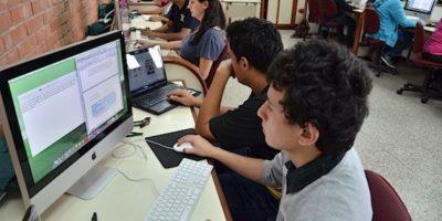Los estudiantes de artes gráficas durante una clase. Foto:Juan José López Torres