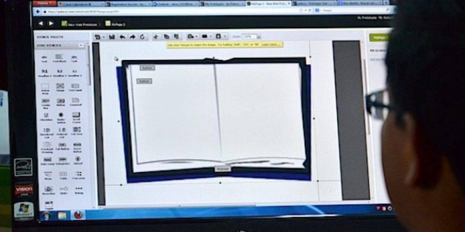 Los estudiantes durante un ejercicio para crear un libro electrónico. Foto:Juan José López Torres