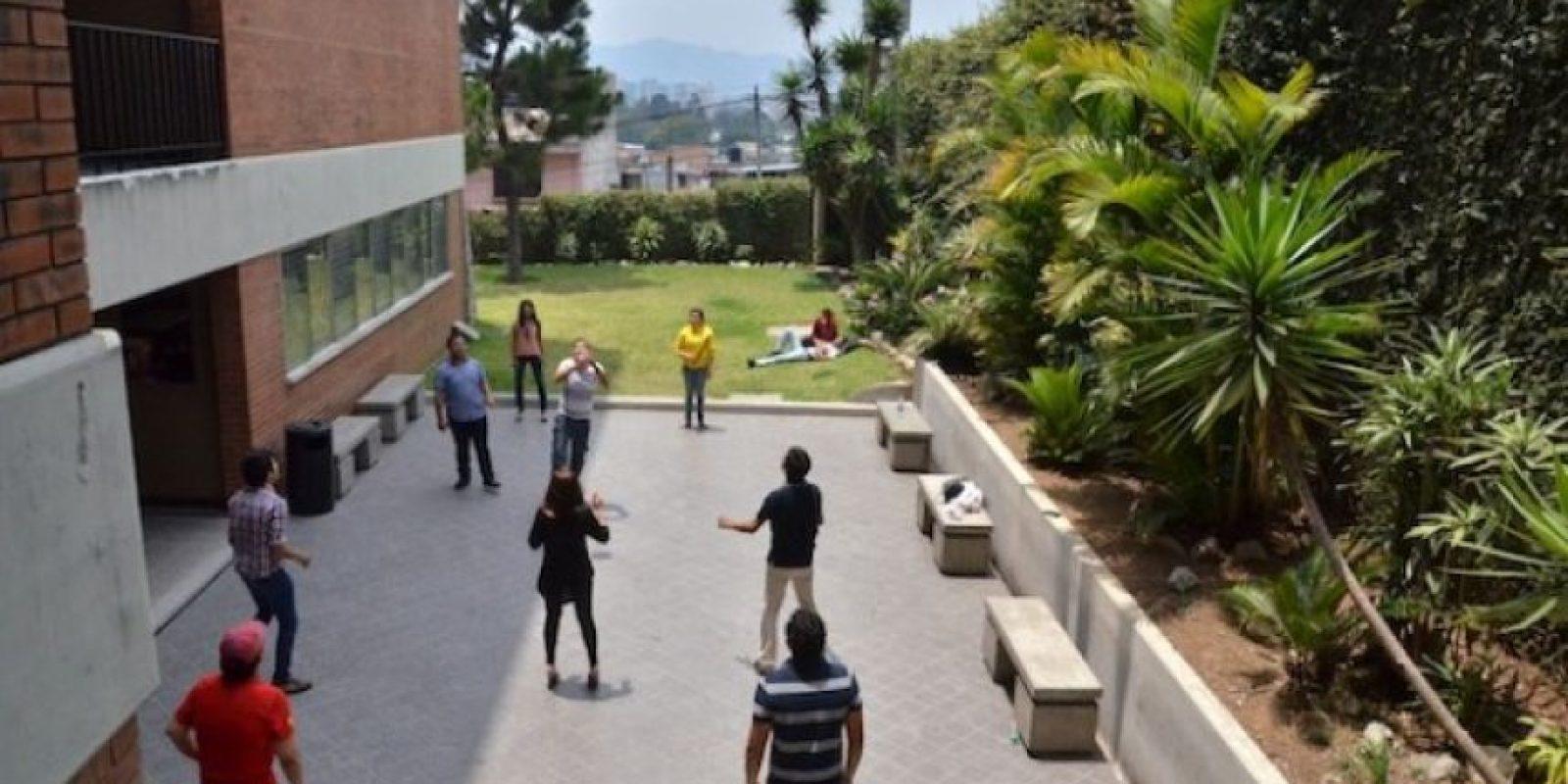 Además, cuentan con un patio donde entretenerse entre cada clase. Foto:Juan José López Torres