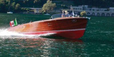 Subastan Cadillac que transita por el agua