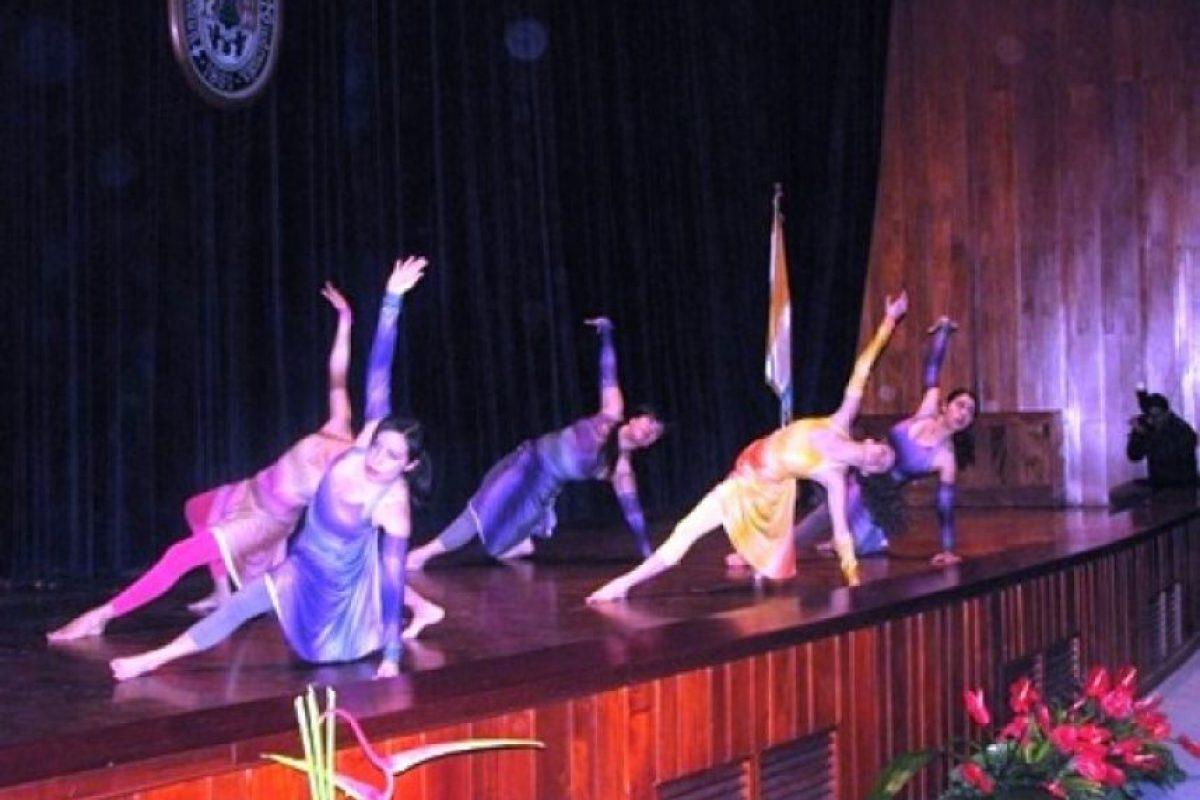 Presentación artística grupo Crearte Landívar