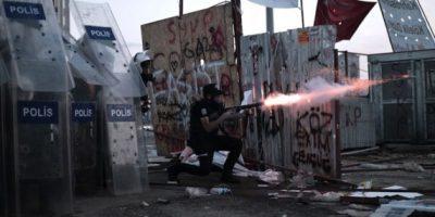 Manifestantes recuperan la plaza Taksim tras desalojo