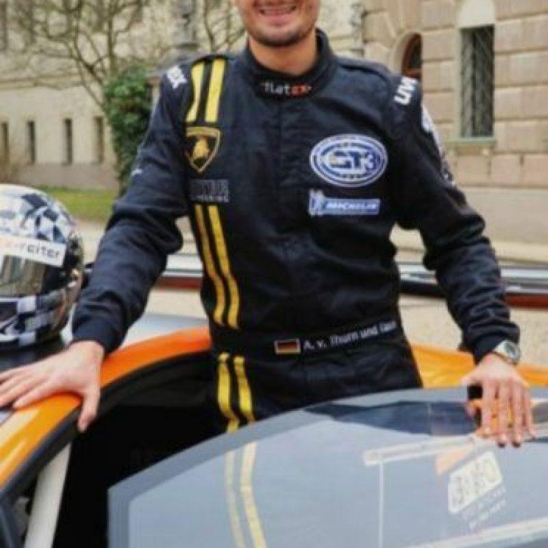 Albert von Thurn und Taxis (29 años) Piloto de Fórmula 1. Heredó una gran fortuna que data desde el Sacro Imperio Romano Germánico.