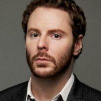 Sean Parker (33 años) Sean Parker (33 años) A los 19 años fundó la controversial Napster y fue el primer presidente de Facebook a los 24 años. Su fortuna está valuada en US$2 mil millones.