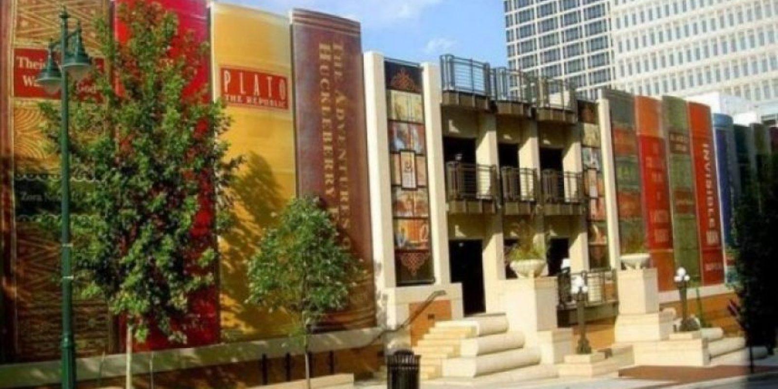 El estacionamiento literario en Kansas City, Estados Unidos, es el estacionamiento de la Biblioteca Pública de la ciudad.