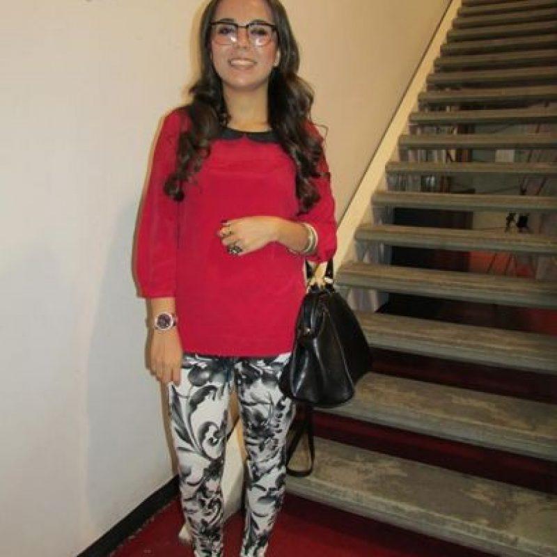 """Silvana Archila, 20 años OCUPACIÓN: ESTUDIANTE DE ARQUITECTURA """"Me visto entre moderno y vintage, me gusta la ropa de antes y usar diferentes tonos, pero más blanco y negro""""."""