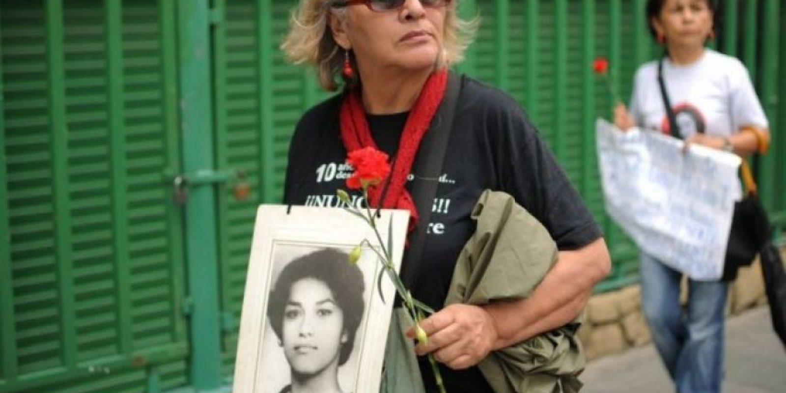Marcha. Piden justicia por delito de genocidio Al menos 500 activistas de derechos humanos manifestaron su rechazo al Día del Ejército y pidieron justicia por el caso de genocidio. Foto:Efe
