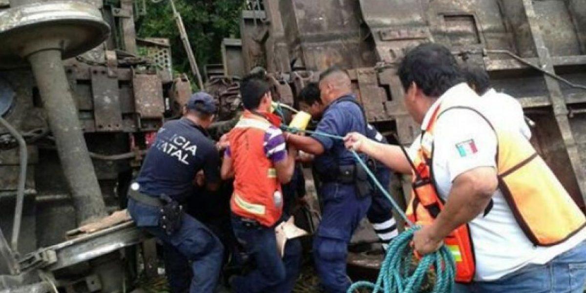 México: Se descarrila tren de carga con migrantes abordo