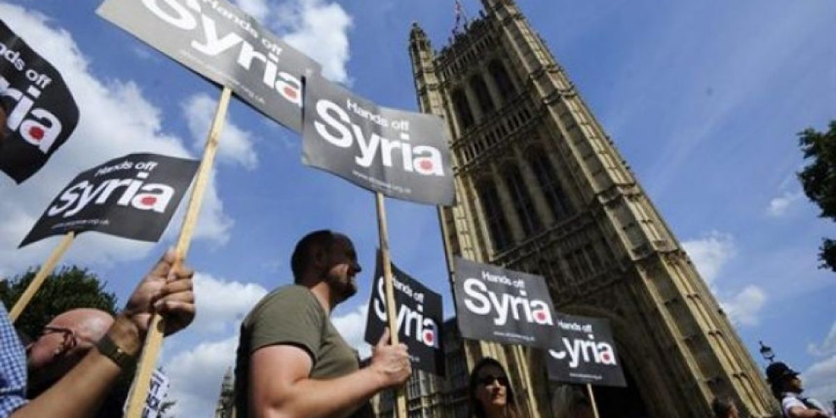Londres: Manifestantes celebran que el Reino Unido no atacará a Siria